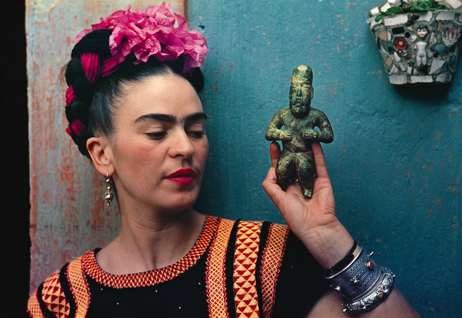 How Fashion Constructed Frida Kahlo – INDIE Mag